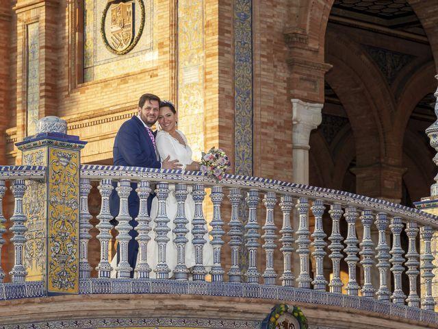 La boda de Miguel Ángel y Mari Trini en Sevilla, Sevilla 90
