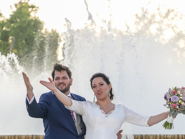 La boda de Miguel Ángel y Mari Trini en Sevilla, Sevilla 93