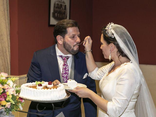 La boda de Miguel Ángel y Mari Trini en Sevilla, Sevilla 107