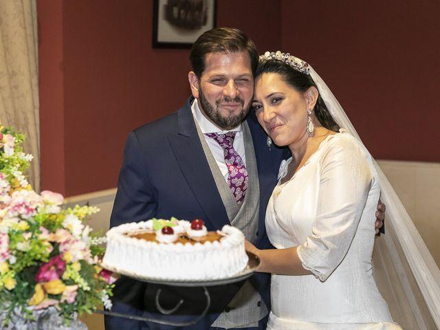 La boda de Miguel Ángel y Mari Trini en Sevilla, Sevilla 108