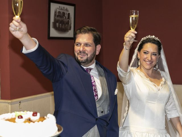 La boda de Miguel Ángel y Mari Trini en Sevilla, Sevilla 109