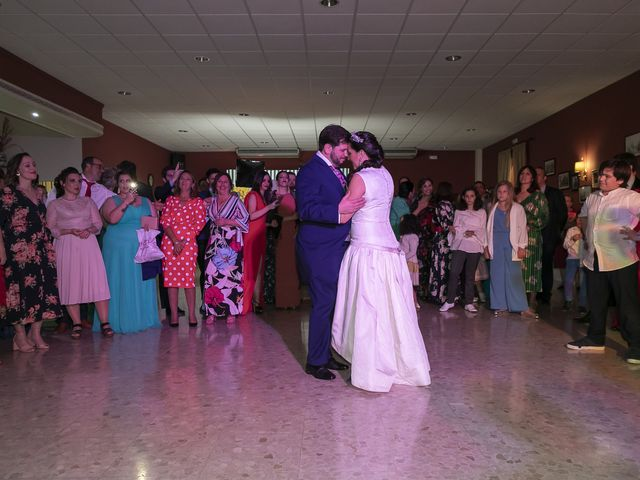 La boda de Miguel Ángel y Mari Trini en Sevilla, Sevilla 113