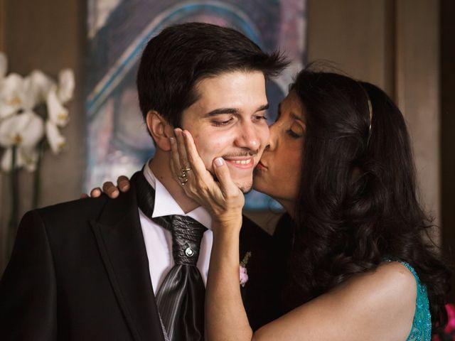 La boda de Juan y Victoria   en Valencia, Valencia 9