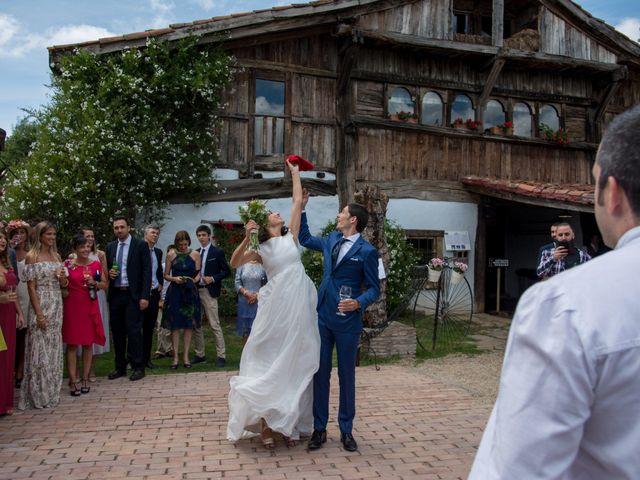 La boda de Javier y Leire en Sopelana, Vizcaya 29
