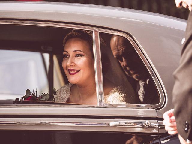 La boda de Javi y Isa en Sevilla, Sevilla 35