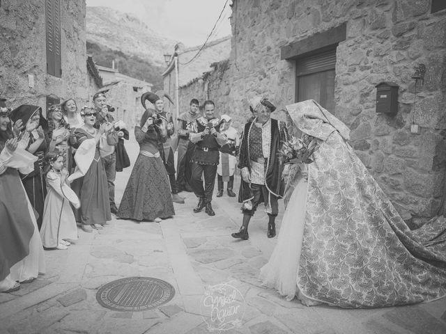 La boda de Santi y Sandra en Navacepedilla De Corneja, Ávila 24
