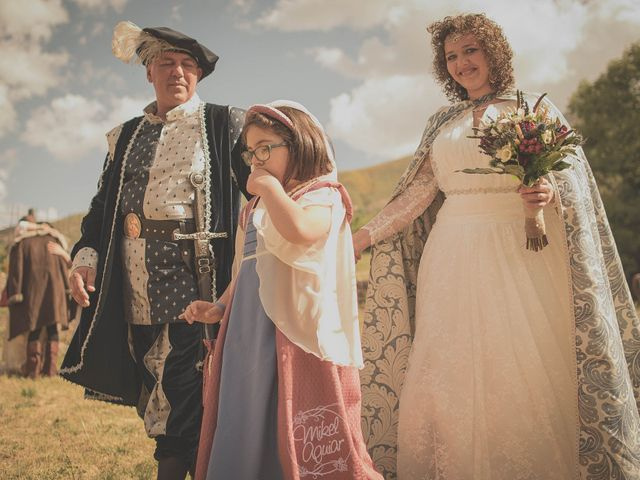 La boda de Santi y Sandra en Navacepedilla De Corneja, Ávila 37