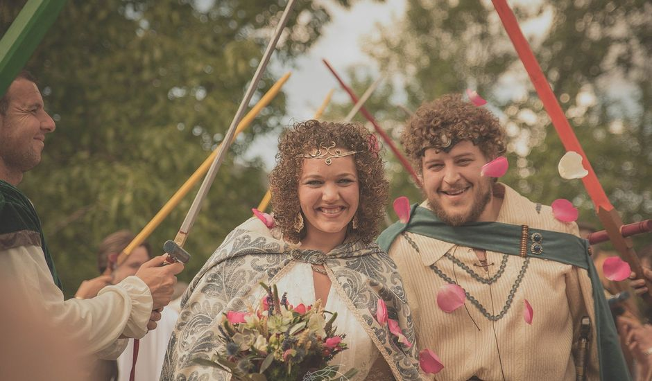 La boda de Santi y Sandra en Navacepedilla De Corneja, Ávila