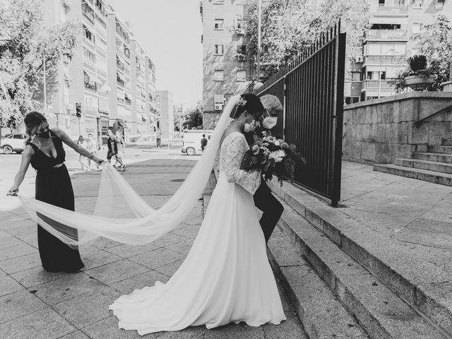 La boda de Carlos y Cristina en Madrid, Madrid 23