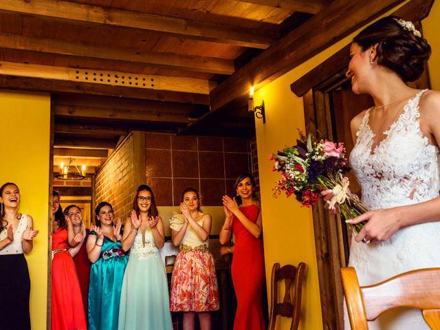 La boda de Juanjo y Vanessa en Navaluenga, Ávila 35