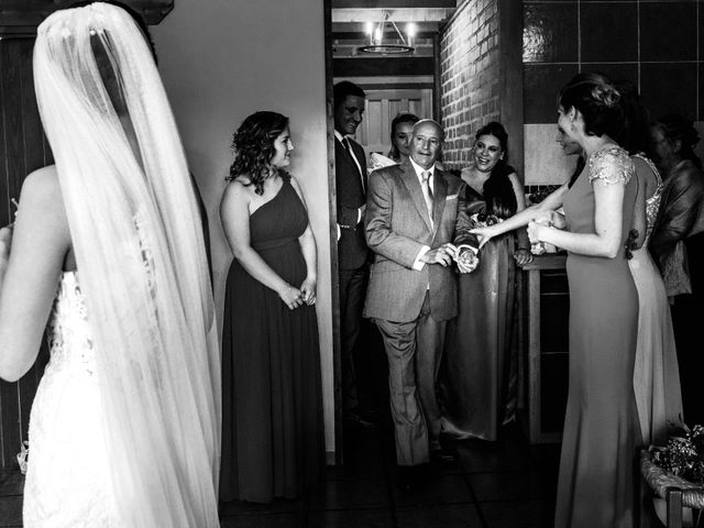 La boda de Juanjo y Vanessa en Navaluenga, Ávila 37