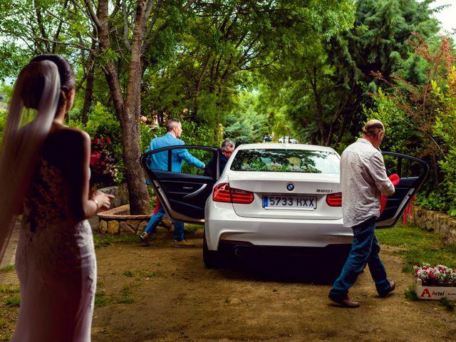 La boda de Juanjo y Vanessa en Navaluenga, Ávila 45