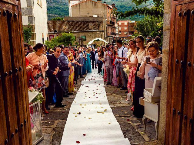 La boda de Juanjo y Vanessa en Navaluenga, Ávila 53