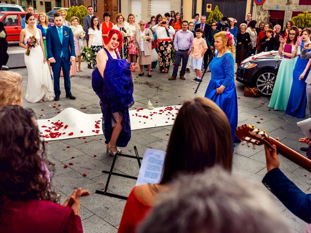 La boda de Juanjo y Vanessa en Navaluenga, Ávila 55