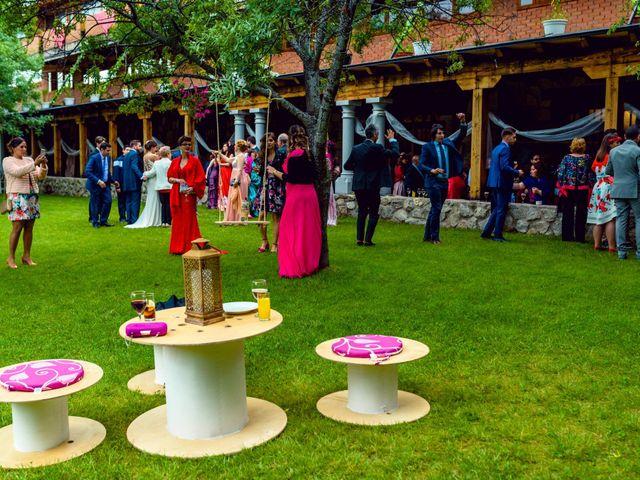 La boda de Juanjo y Vanessa en Navaluenga, Ávila 64