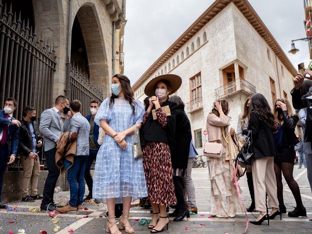 La boda de Javier y Almudena en Pamplona, Navarra 16