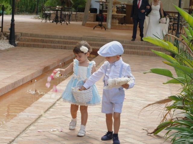 La boda de Laura y Javi en Castelló/castellón De La Plana, Castellón 17