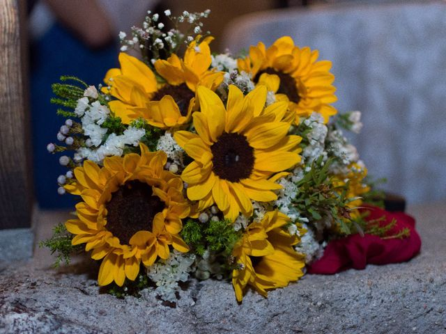 La boda de Juan y Laura en Navaluenga, Ávila 20