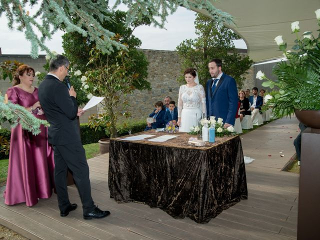La boda de Iker y Silvia en Gorraiz, Navarra 18