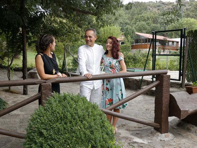 La boda de Javier y Merche en Navaluenga, Ávila 11