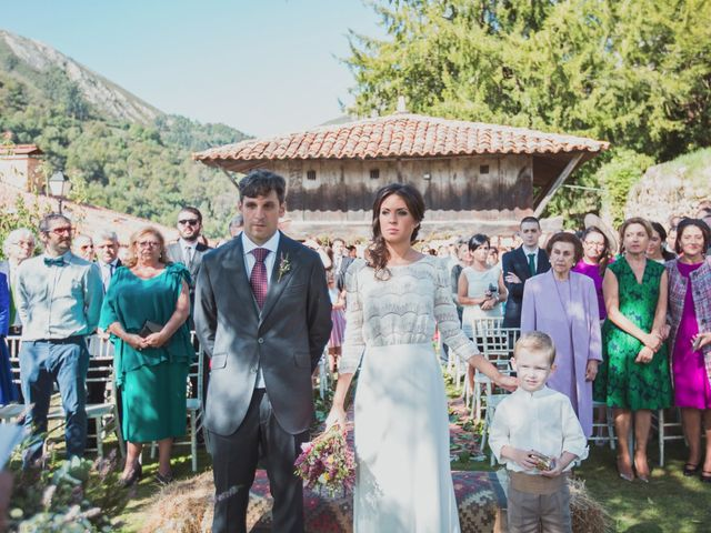La boda de Oscar y Xana en Cereceda (Villamayor), Asturias 30