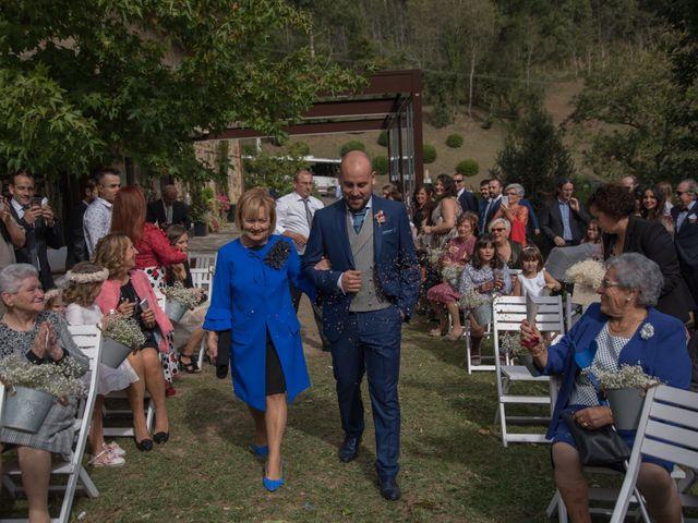 La boda de David y Ainara en Atxondo, Vizcaya 29