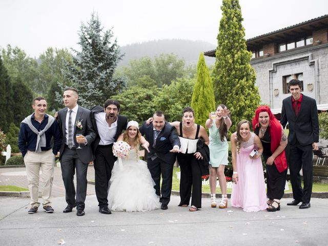 La boda de Jon Ander  y Ainhoa  en Llodio, Álava 32