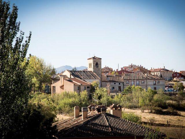 La boda de Rafael y Aurora en Torrecaballeros, Segovia 34