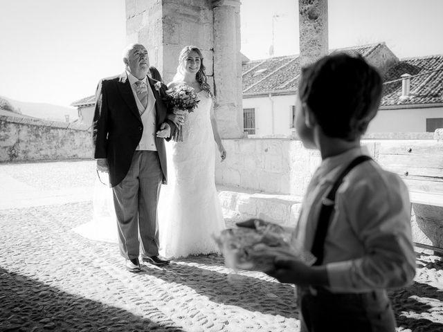 La boda de Rafael y Aurora en Torrecaballeros, Segovia 82