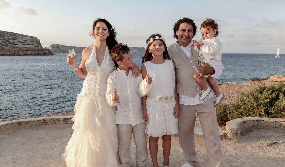 La boda de Paco y Conchi en Cala Conta, Islas Baleares