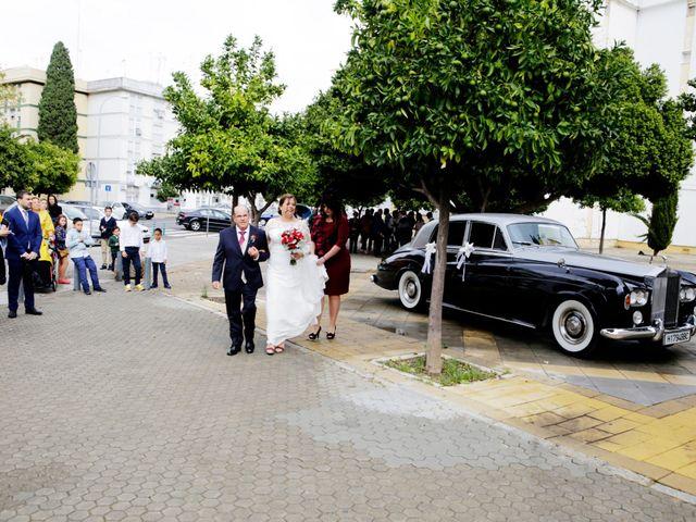 La boda de Javier y Beatriz en Sevilla, Sevilla 11