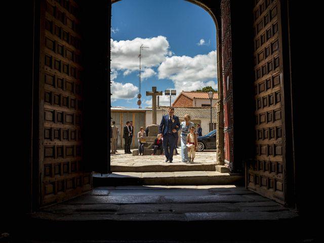 La boda de Hector y Laura en Santiago De La Puebla, Salamanca 21
