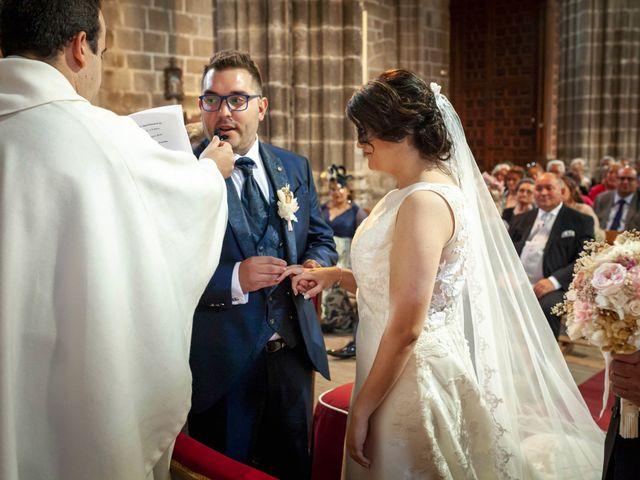 La boda de Hector y Laura en Santiago De La Puebla, Salamanca 25