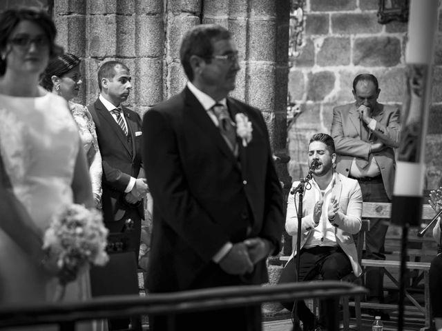 La boda de Hector y Laura en Santiago De La Puebla, Salamanca 26