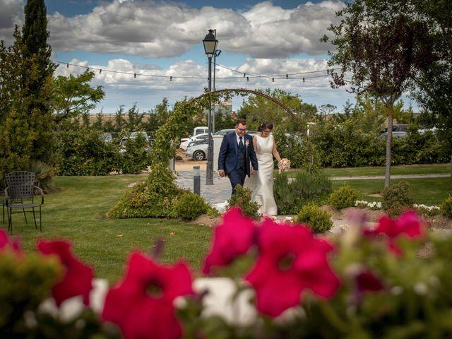 La boda de Hector y Laura en Santiago De La Puebla, Salamanca 35