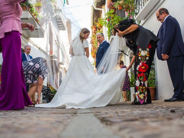 La boda de Rafael y Raquel en Guadalupe, Cáceres 20