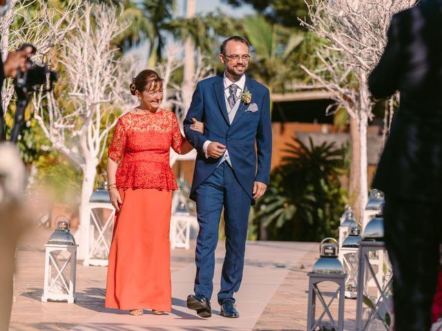 La boda de Laura y Daniel en Roquetas De Mar, Almería 14