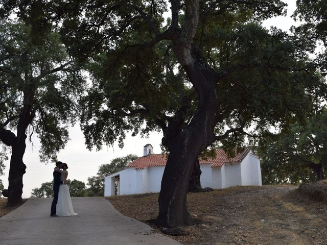 La boda de Carlos  y Andrea  en Serradilla, Cáceres 37