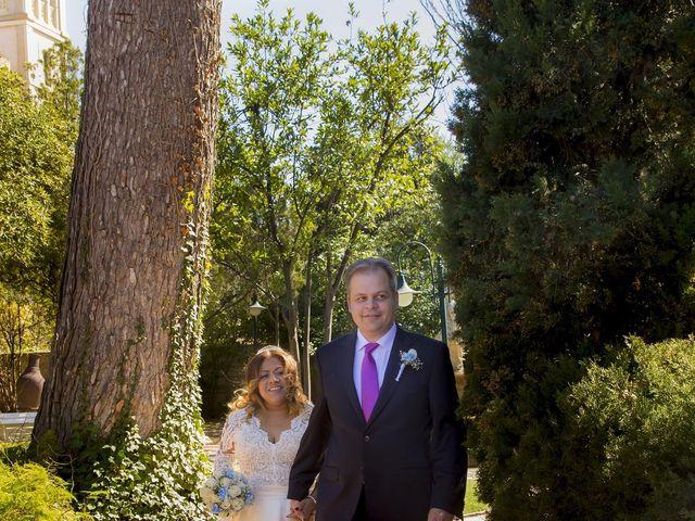 La boda de Jordi  y Adriana  en Sant Feliu De Llobregat, Barcelona 7