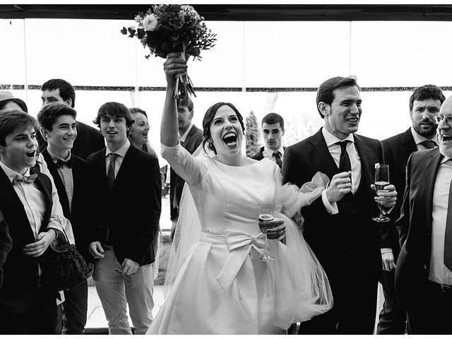 La boda de Eneko y Alba en Zarautz, Guipúzcoa 32