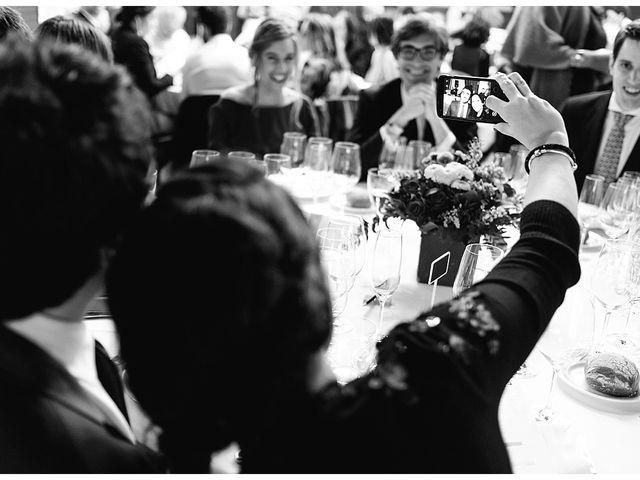 La boda de Eneko y Alba en Zarautz, Guipúzcoa 34