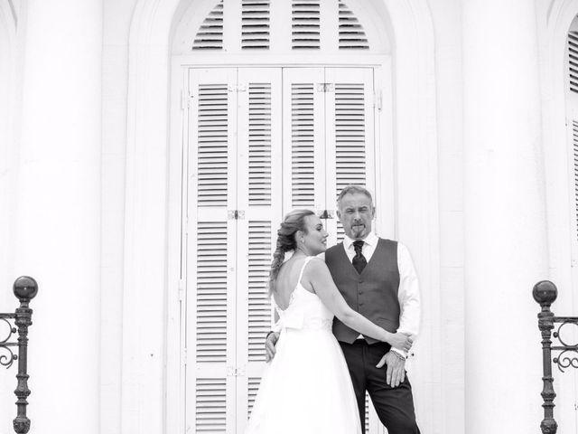 La boda de Carlos  y Laura en Donostia-San Sebastián, Guipúzcoa 32