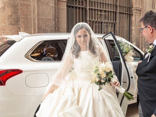 La boda de Manuel y Isabel en El Puig, Valencia 27