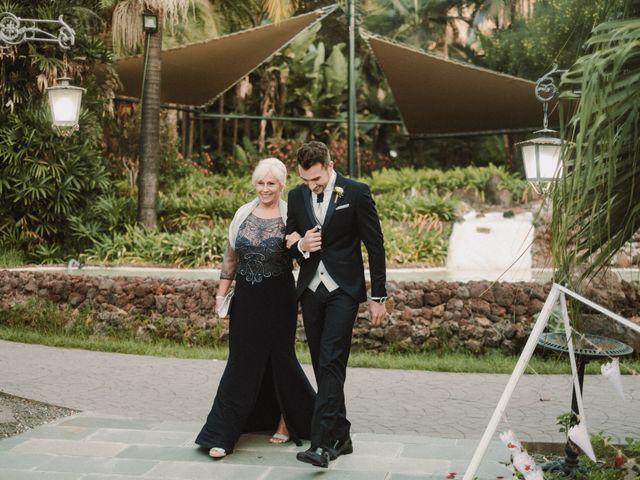 La boda de Manu y Rebe en Arucas, Las Palmas 35