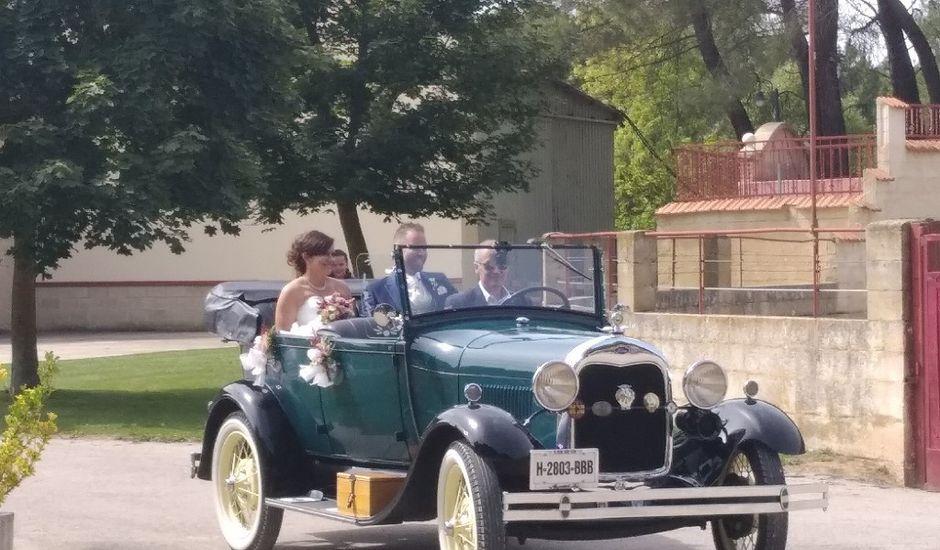 La boda de Jennifer y Adrian en Garray, Soria