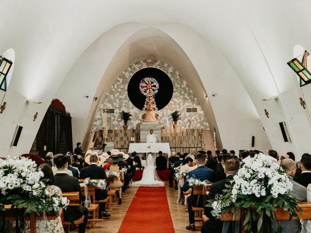 La boda de Alejandro y Macarena en Dos Hermanas, Sevilla 34