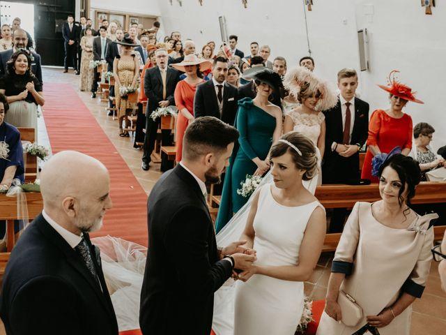 La boda de Alejandro y Macarena en Dos Hermanas, Sevilla 36