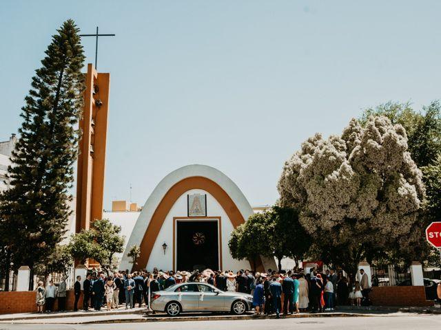 La boda de Alejandro y Macarena en Dos Hermanas, Sevilla 38