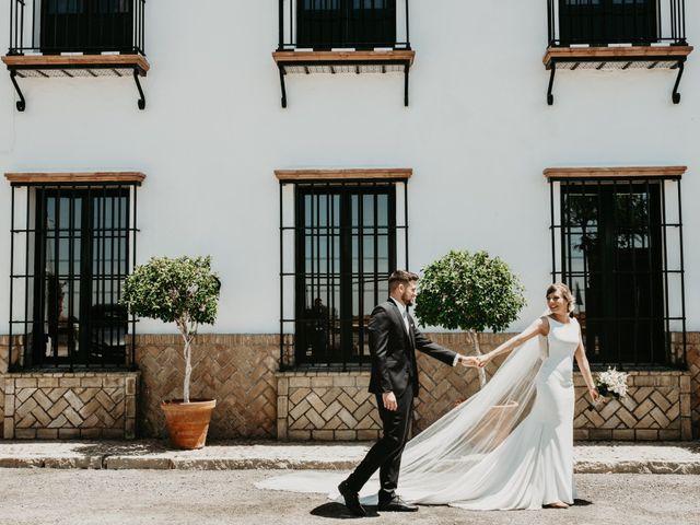 La boda de Alejandro y Macarena en Dos Hermanas, Sevilla 42