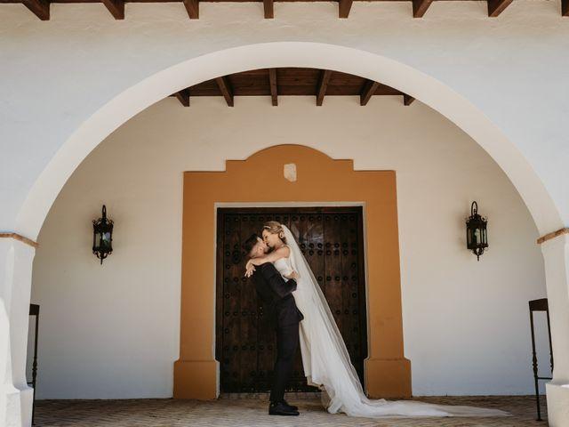 La boda de Alejandro y Macarena en Dos Hermanas, Sevilla 43